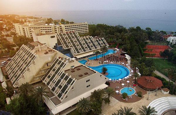 Сеть отелей для семейного отдыха Queens Park Hotels!